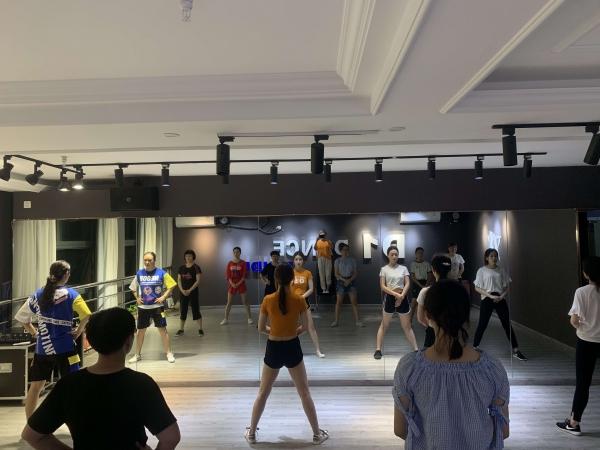 适合零基础学的爵士舞 杭州D1舞蹈培训